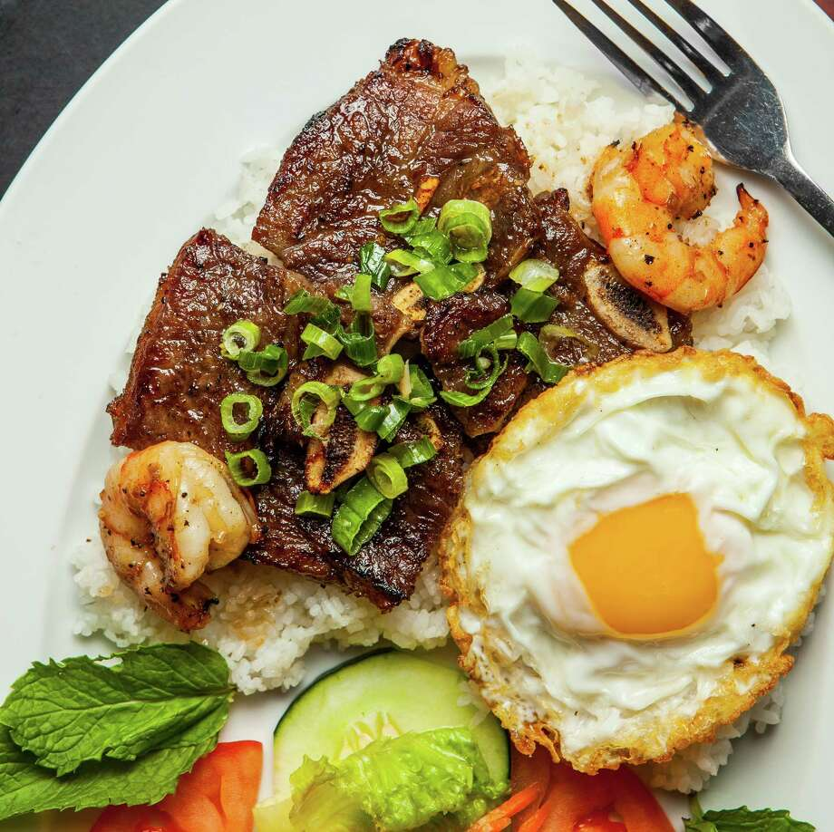 Com Suon Bo Dai Han, chargrilled beef served with shrimp, fried egg and crushed rice at Huynh Photo: Nick De La Torre / © de la Torre Photos LLC