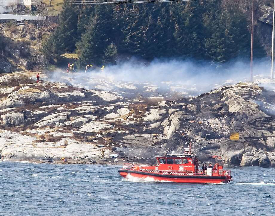 Rescue forces work at the shore west of Bergen, Norway after a helicopter transporting 13 workers from an offshore oil field in the North Sea crashed. Photo: RUNE NIELSEN, AFP/Getty Images
