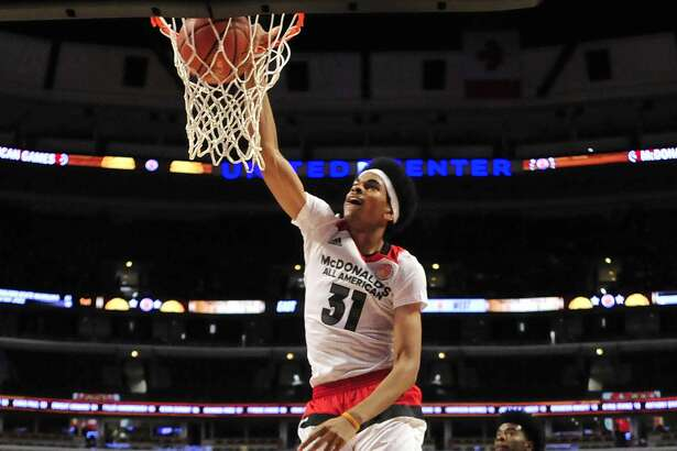 CHICAGO, IL - MARCH 30: Jarret Allen #31 of the West team dunks against the East team during the 2016 McDonalds's All American Game on March 30, 2016 at the United Center in Chicago, Illinois. (Photo by David Banks/Getty Images)