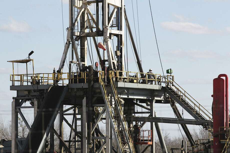 The number of rigs exploring for oil and natural gas in the U.S. increased by 18 this week to 712. Texas added nine rigs. Photo: San Antonio Express-News /File Photo / © 2015 San Antonio Express-News