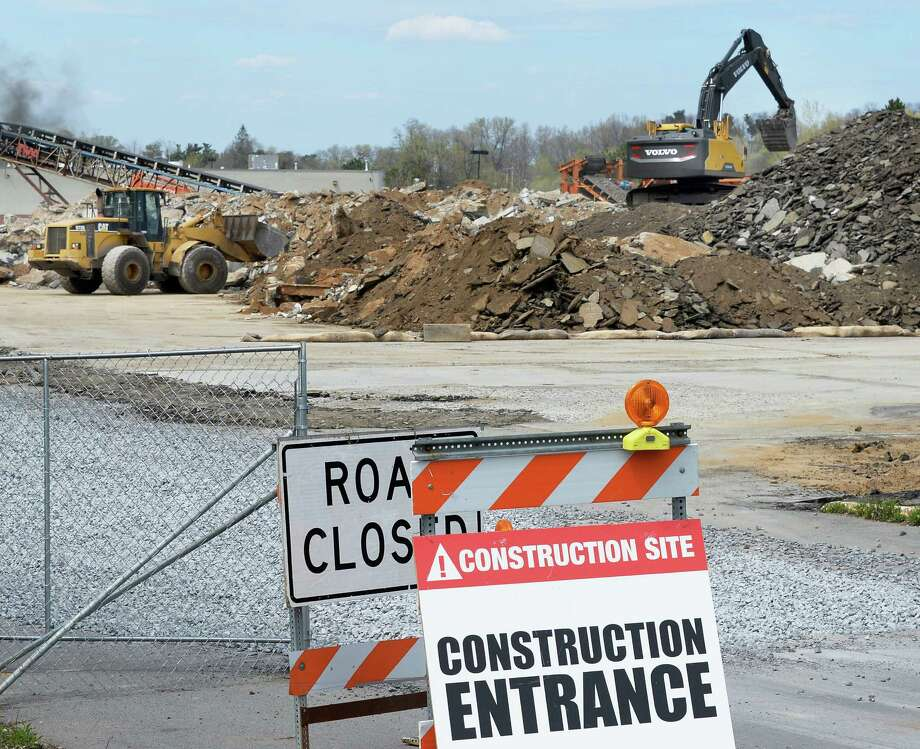 Construction begins on the new CarMax dealership on Central Avenue Friday April 29, 2016 in Colonie, NY.  (John Carl D'Annibale / Times Union) Photo: John Carl D'Annibale / 10036422A