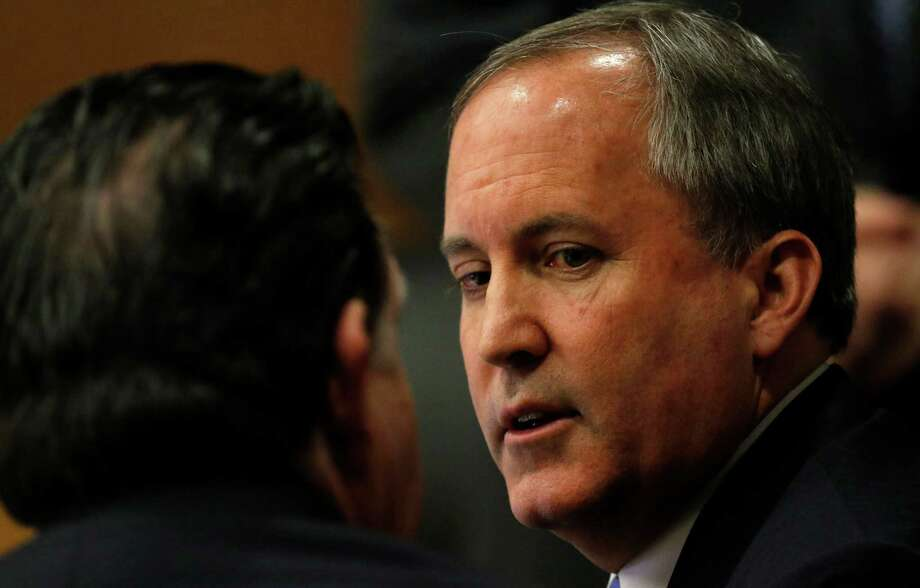 Texas Attorney General Ken Paxton, right, talks with one of his attorney during a pre-trial motion hearing at the Collin County Courthouse on Tuesday, Dec. 1, 2015, in McKinney, Texas. (Jae S. Lee/The Dallas Morning News) Photo: Jae S. Lee / The Dallas Morning News