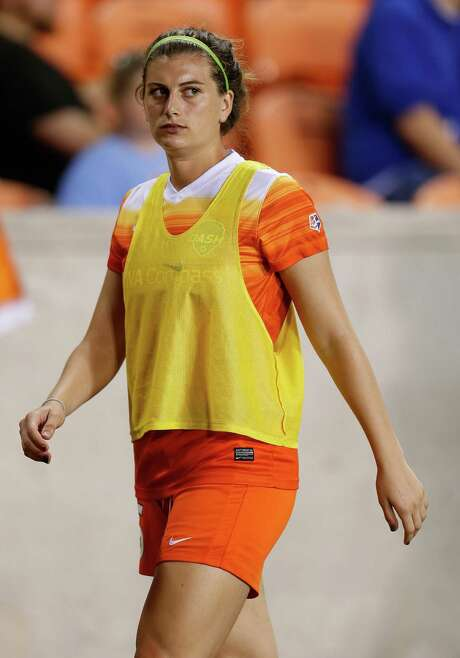 Cari Roccaro is among several Dash players comfortable playing multiple positions. Photo: Karen Warren, Houston Chronicle / © 2016 Houston Chronicle