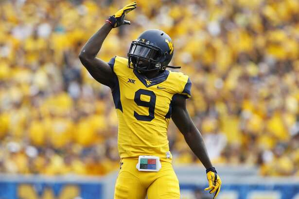 MORGANTOWN, WV - SEPTEMBER 26:  KJ Dillon #9 of the West Virginia Mountaineers pumps up the crowd in the first quarter during the game against the West Virginia Mountaineers on September 26, 2015 at Mountaineer Field in Morgantown, West Virginia.  (Photo by Justin K. Aller/Getty Images)