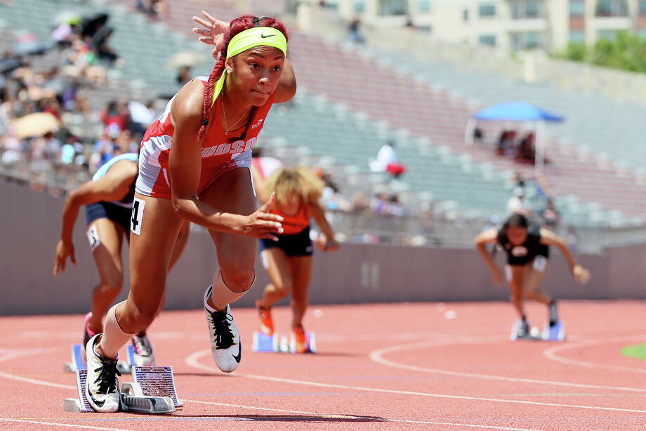 Judson's Mariah Kuykendoll leaves the blocks in the 6A girls 400-meter dash during the finals of the Region IV-6A/5A track and field championships at Alamo Stadium on April 20, 2016. Kuykendoll set a new regional record in the event with a time of 54.63 seconds. Photo: Marvin Pfeiffer /San Antonio Express-News / Express-News 2016
