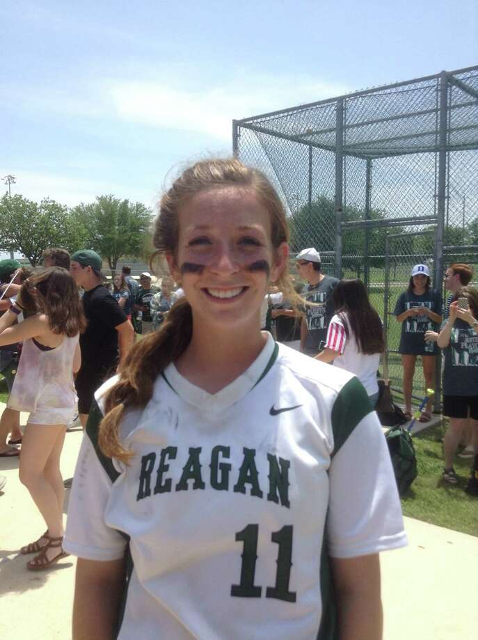 Reagan's Maddie Kendall had the game-winning single in the bottom of the seventh inning. Photo: /Terrence Thomas / San Antonio Express-News