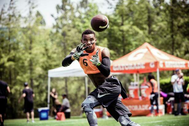 Five-star wide receiver Demetris Robertson of Savannah, Ga., has committed to Cal.