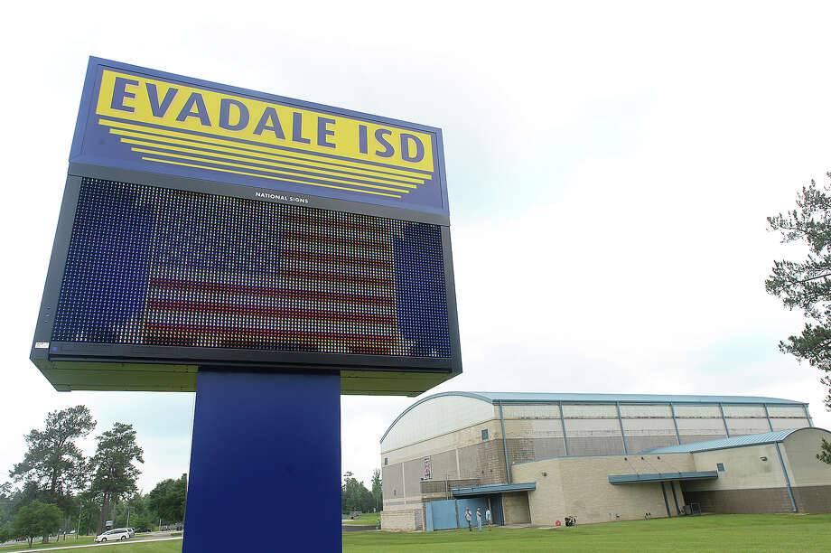 """A new sign has been installed at the entry to Evadale High School. The digital sign features a scrolling display of school information, an American flag, and a Confederate flag with the motto """"Home of the Fighting Rebels."""" The sign, which replaces one featuring their crest with Confederate flag, has some residents upset. Photo taken Friday, April 29, 2016 Kim Brent/The Enterprise Photo: Kim Brent / Beaumont Enterprise"""