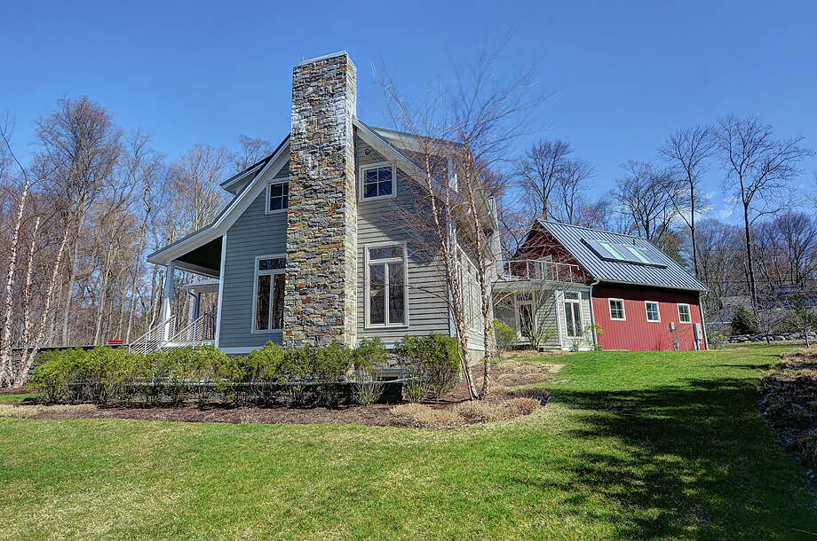 The house at the end of Brushy Ridge got a fresh is an unconventional take on the traditional farmhouse. Photo: Contributed Photos / Hearst Connecticut Media / New Canaan News