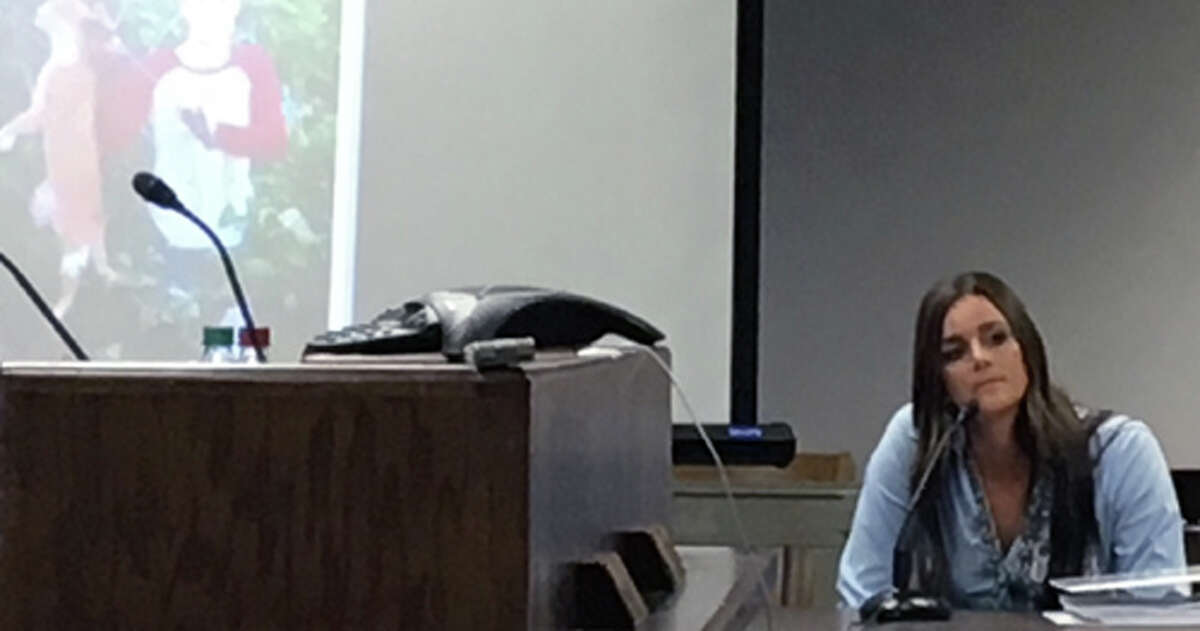 Dr. Kristen Lindsey testifying at a hearing before the State Office of Administrative Hearings, in Austin, April 25-26, 2016. (Animal Legal Defense Fund)