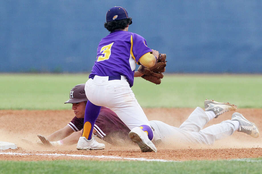 Highlands' Bryan Aguilar slides safely into third base under Brackenridge's Johnathon Lucas in a game on April 29. Highlands beat Brackenridge 10-3. Photo: Marvin Pfeiffer /San Antonio Express-News / Express-News 2016
