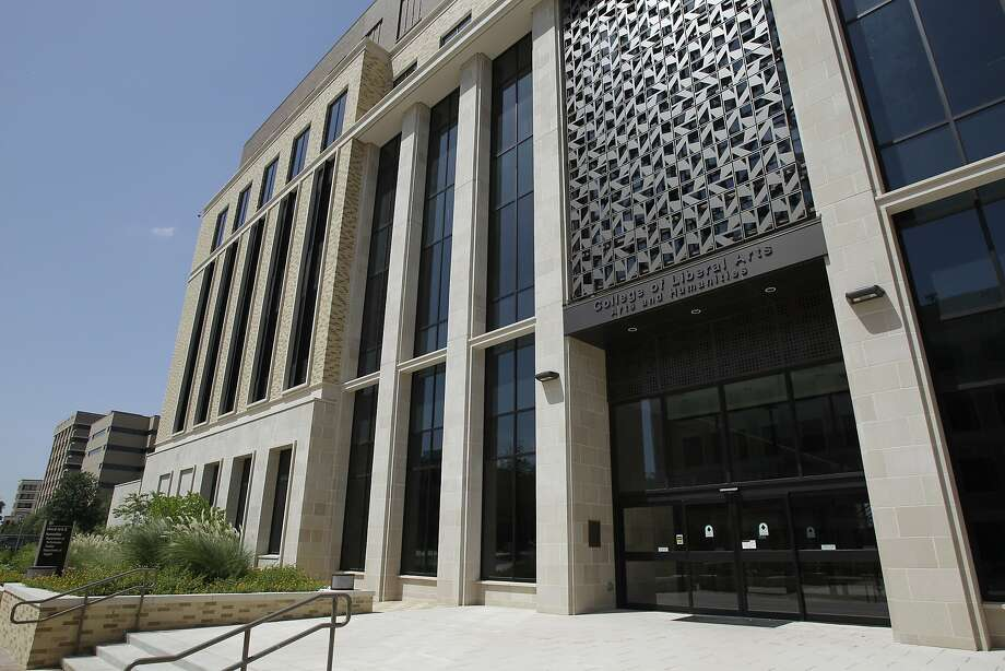 1. Texas A&M UniversityMobility ranking nationwide:4Average net price:$4,528Completion rate:79.33 percentStudents earning over $25K 6 years post-graduation:79.12 percent Photo: Melissa Phillip, Houston Chronicle