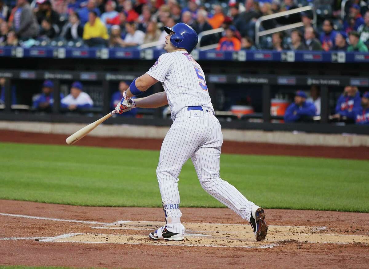 NEW YORK, NY - MAY 02: David Wright #5 of the New York Mets hits a home run in the first inning against Mike Foltynewicz #26 of the Atlanta Braves during their game at Citi Field on May 2, 2016 in New York City. (Photo by Al Bello/Getty Images) ORG XMIT: 607676881