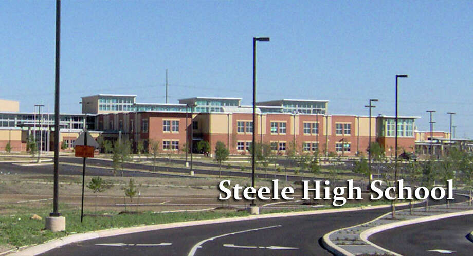 Steele High School Photo: CHUCK MCCOLLOUGH/San Antonio Express-News File Photo
