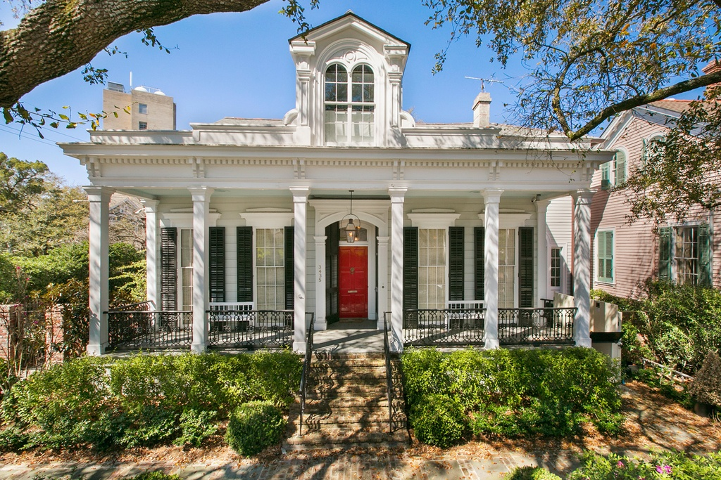 Inside new orleans 39 renovated million dollar homes for 500 000 dollar homes in texas
