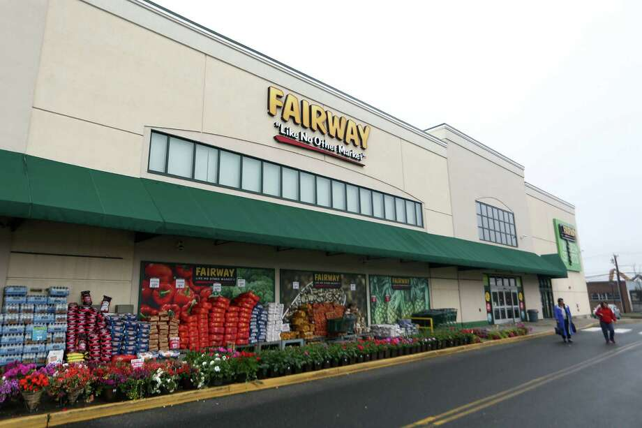 The Fairway Market in Stamford, Conn. On Monday, Nov. 19, Fairway Market launched a system for shoppers to avoid checkout lines by scanning purchases into mobile phones — weighing produce and other items on digital scales positioned in aisles — and charge purchases to payment accounts.  Photo: Michael Cummo, Hearst Connecticut Media / Stamford Advocate