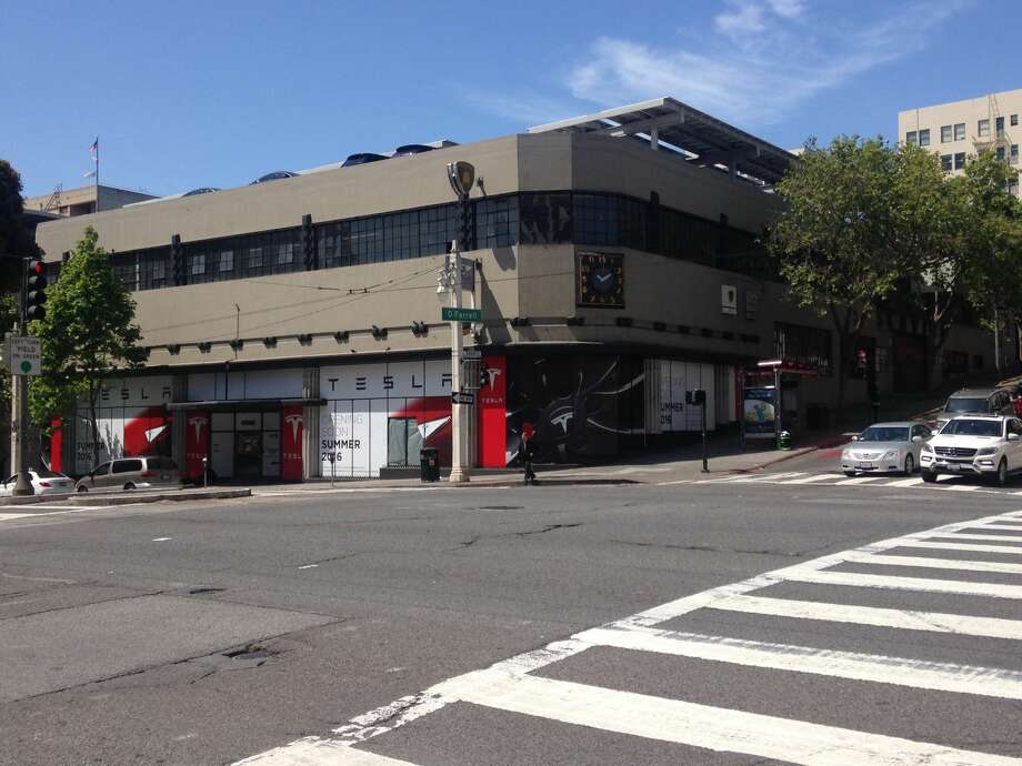 The future Tesla electric car showroom on Van Ness Avenue is expected to open during Summer 2016. Photo: Sasha Lekach