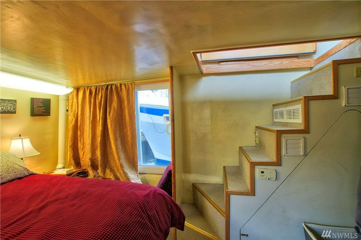 A bedroom in the boat.