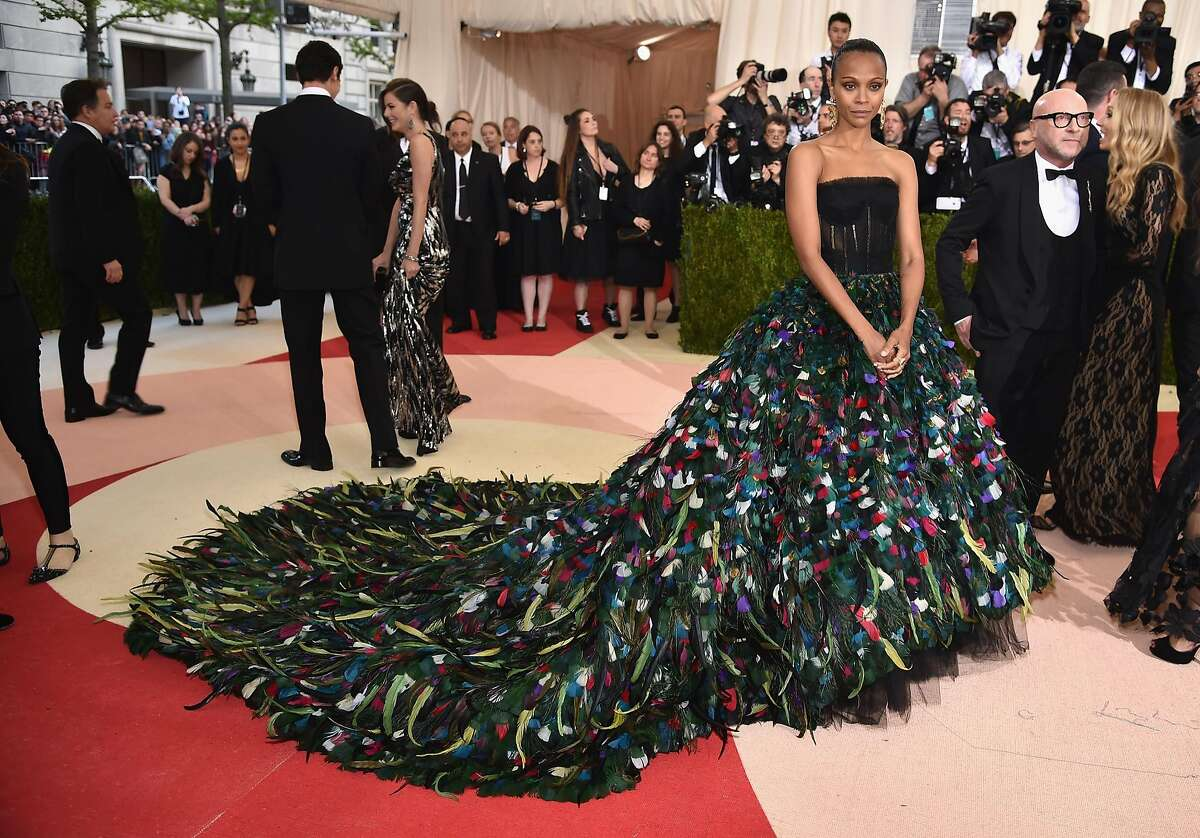"""NEW YORK, NY - MAY 02: Actress Zoe Saldana attends the """"Manus x Machina: Fashion In An Age Of Technology"""" Costume Institute Gala at Metropolitan Museum of Art on May 2, 2016 in New York City. (Photo by Dimitrios Kambouris/Getty Images)"""