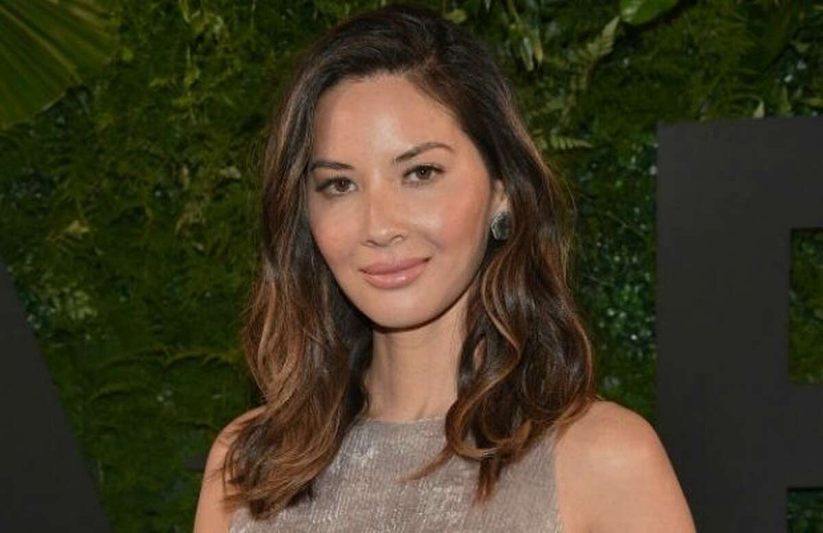 Another celebrity is criticizing those who criticize (critique) fashion arguing they contribute to a culture of objectification and body issues. Actress Olivia Munn headed to Twitter to share her thoughtful, articulate message saying