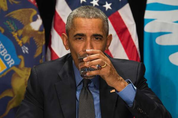 US President Barack Obama drinks filtered water during a meeting at the Food Bank of Eastern Michigan in Flint, Michigan, May 4, 2016. / AFP PHOTO / Jim WatsonJIM WATSON/AFP/Getty Images