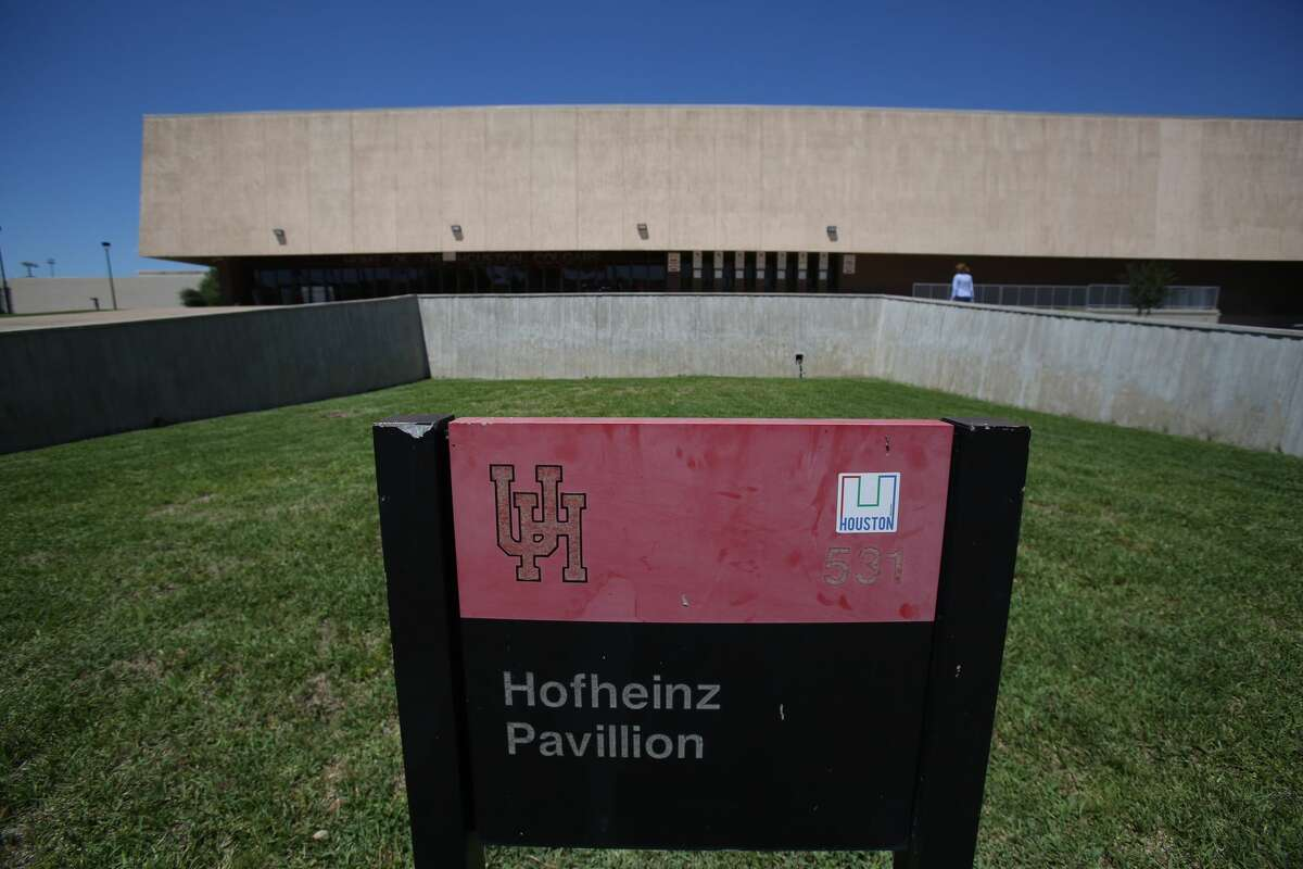 """The family of late county judge Roy Hofheinz on Wednesday filed a petition seeking to require the University of Houston to """"honor its original agreement"""" and keep the school's basketball arena named Hofheinz Pavilion. (Steve Gonzales / Houston Chronicle)"""