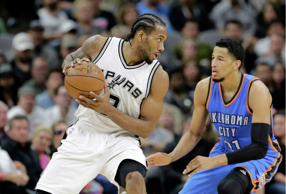 Spurs' Kawhi Leonard positions against Oklahoma City Thunder's Andre Roberson during the first half in Game 2 of a second-round NBA playoff series on May 2, 2016, in San Antonio. Photo: Eric Gay /Associated Press / AP