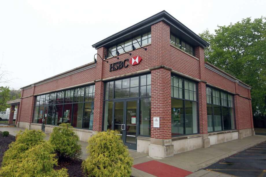 After moving into new, stand-alone bank branches in the mid-2000s in Fairfield County, Conn., HSBC still occupies one on the Boston Post Road in Darien near the the Norwalk border, with a half-dozen others available for lease. Photo: Michael Cummo / Hearst Connecticut Media / Stamford Advocate