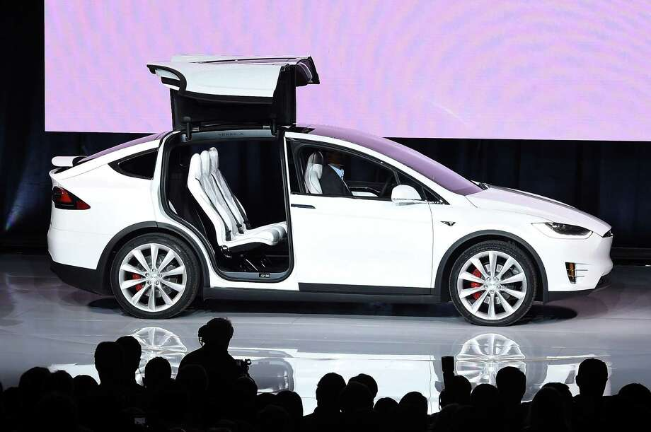 Tesla said it was speeding the timeline for building a half million electric cars, including the Model X, as it shrunk its quarterly loss. Photo: AFP /Getty Images File Photo / AFP or licensors