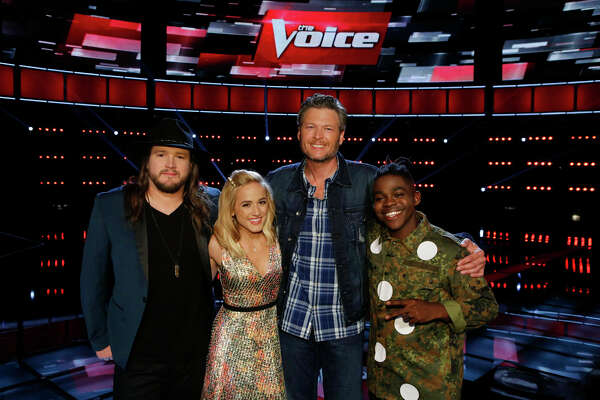 """THE VOICE -- """"Live Top 10"""" Episode 1015B  -- Pictured: (l-r) Adam Wakefield, Mary Sarah, Blake Shelton, Paxton Ingram -- (Photo by: Trae Patton/NBC)"""