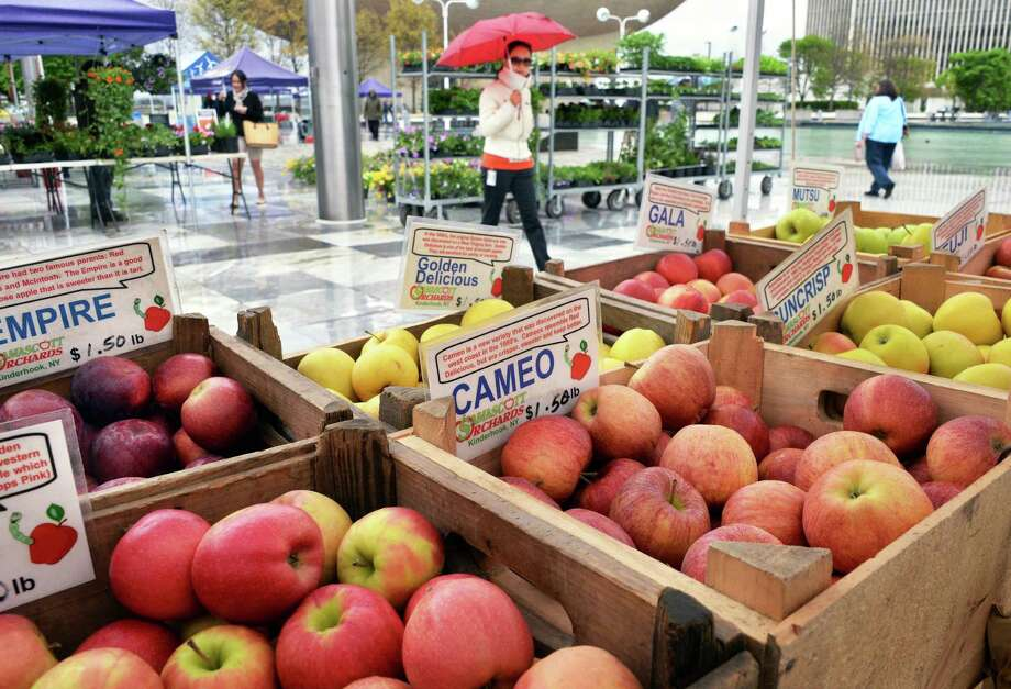 The Empire State Plaza food vendor and farmers market program opens outside on the Plaza for a new season on Wednesday, May 4, 2016, in Albany, NY.  (John Carl D'Annibale / Times Union) Photo: John Carl D'Annibale / 10036415A