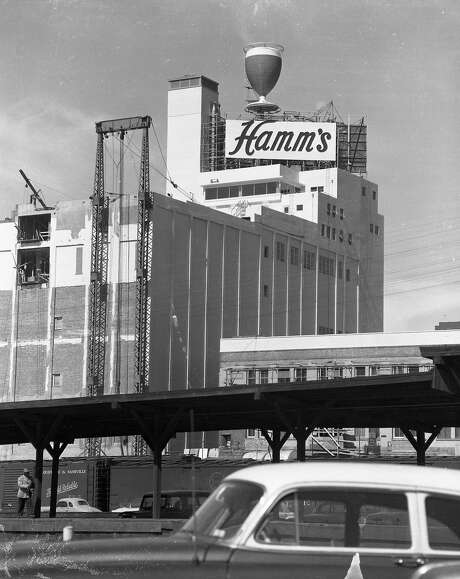Hamm's Brewery at 1550 Bryant St. in San Francisco when the building was new.  Photo: Bob Campbell, The Chronicle