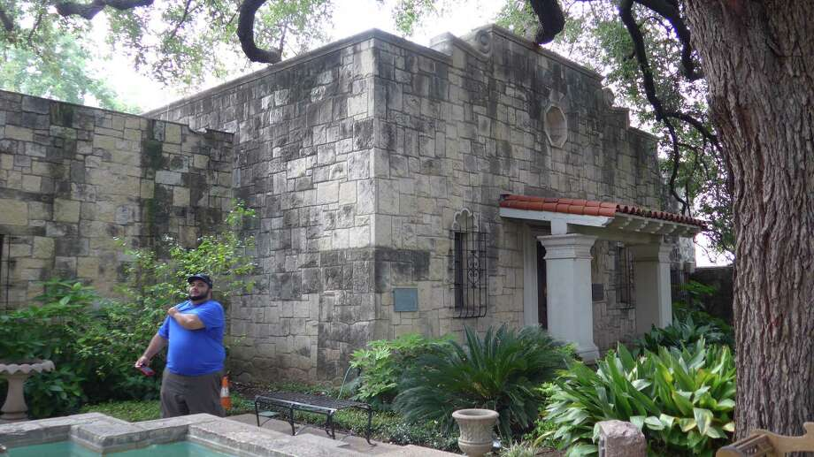 About a year after the Daughters of the Republic of Texas relinquished all authority over its library at the Alamo, a reader is glad the library has found a new home — and that the DRT remains in charge of it. Photo: San Antonio Express-News / File Photo / San Antonio Express-News