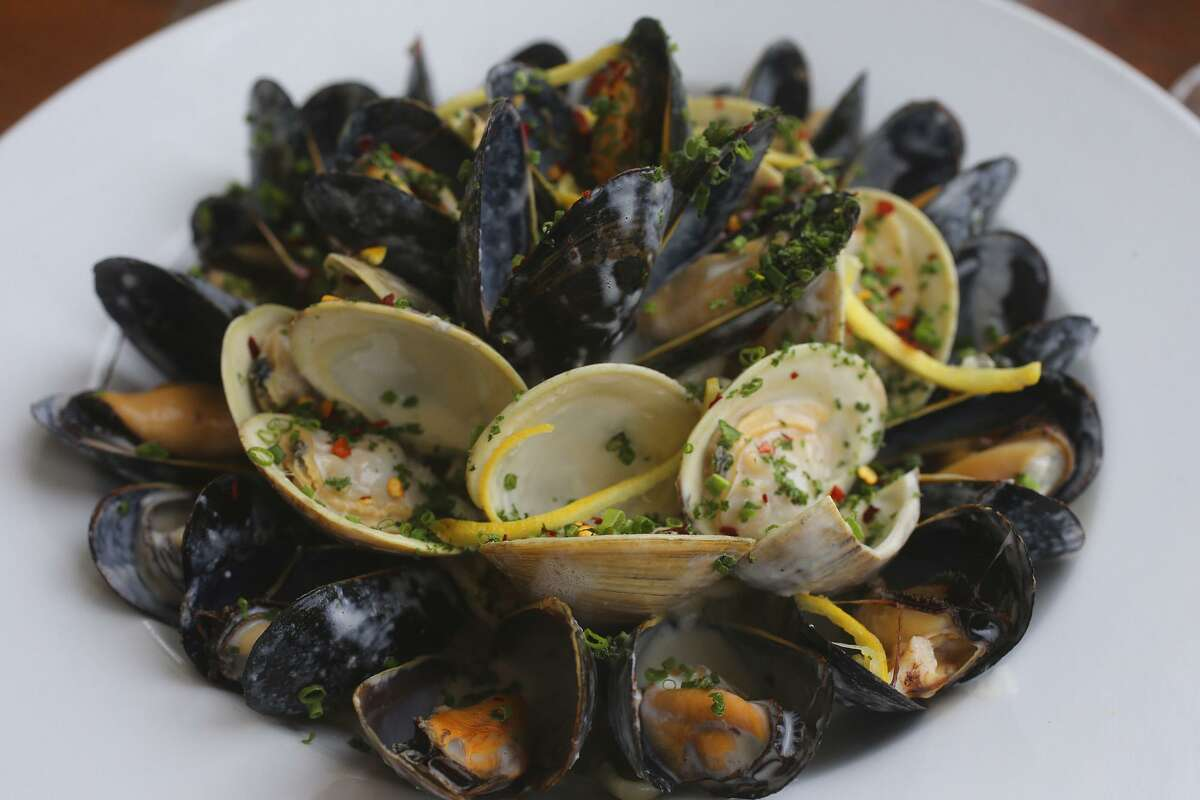 Cozze e vongole (mussels and clams)