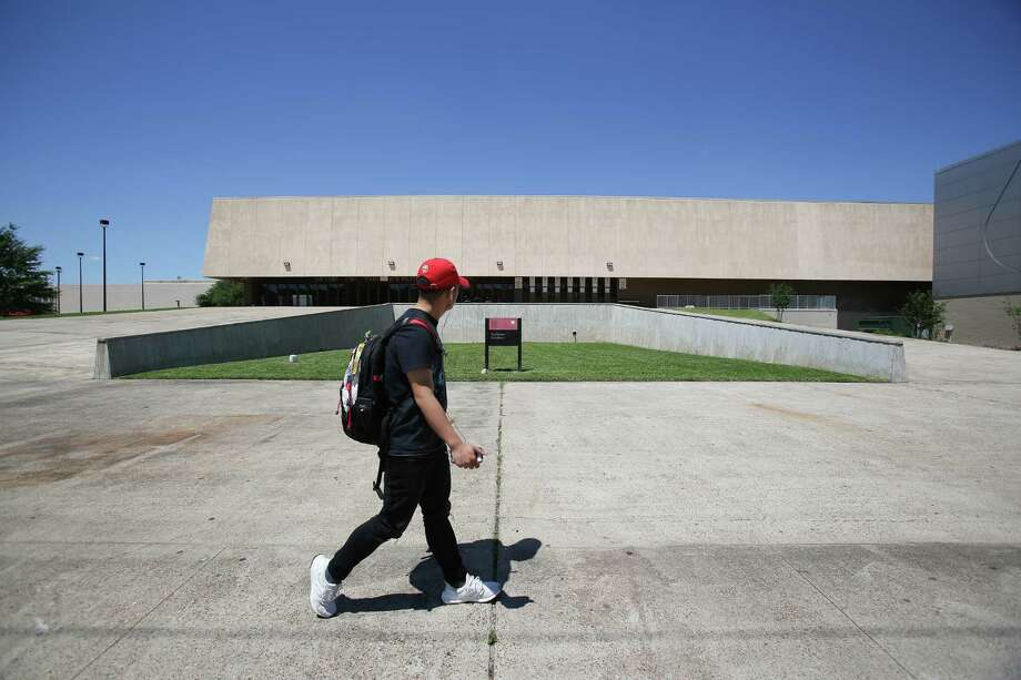 The basketball arena on the University of Houston campus has been named Hofheinz Pavilion for decades, and the late county judge's family wants to keep it that way. Photo: Steve Gonzales / © 2016 Houston Chronicle
