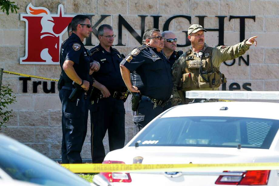 Sheriff's deputies surround Knight Transportation after an employee, who was recently fired, returned to the business and fatally shot an employee before killing himself, Wednesday, May 4, 2016, in Katy, Texas. Photo: Michael Ciaglo /Houston Chronicle / Houston Chronicle