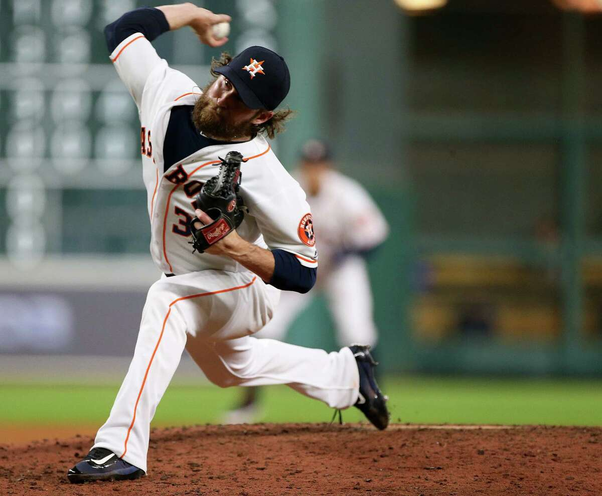 Houston Astros relief pitcher Josh Fields (35) pitches in the fifth inning. Photos of game three between Houston Astros and Minnesota Twins on Wednesday, May 4, 2016, in Houston. Houston won the game 16-4.