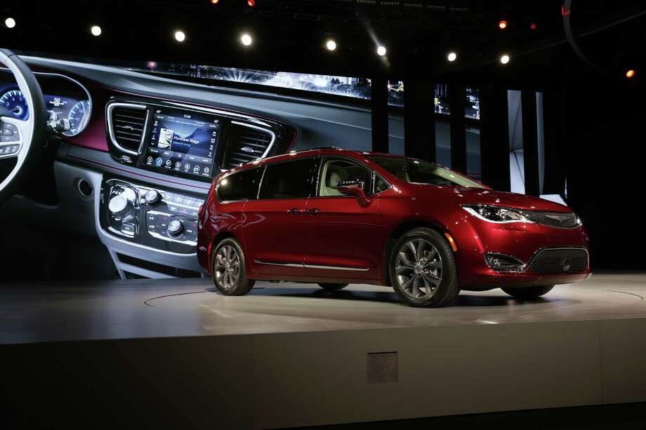 FILE — Chrysler unveils its Pacifica minivan at the North American International Auto Show in Detroit, January 11, 2016. Google is joining with Fiat Chrysler to integrate the tech giant's self-driving technology into 100 Pacificas which will become part of a test fleet. (Fabrizio Costantini/The New York Times) Photo: FABRIZIO COSTANTINI, STR / NYTNS
