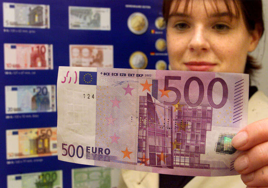 "The European Central Bank says the 500-euro banknote ""could facilitate illicit activities."" Photo: Heribert Proepper, STF / AP"