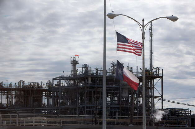Flags are seen flying at half-mast at the DuPont plant in the 12500 block of Strang Road Friday, Nov. 13, 2015, in La Porte. A quadruple fatality accident took place inside a pesticide unit at the company's LaPorte plant in November 2014. Photo: Cody Duty, Houston Chronicle / © 2015 Houston Chronicle