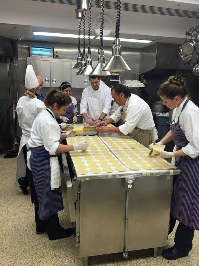San Antonio chef Johnny Hernandez cooks at White House for Cinco ...