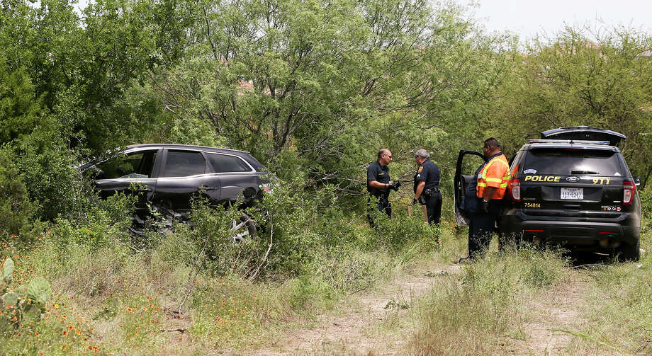 San Antonio police prepare to tow the 2008 Mazda CX-7  that was carjacked by Emanuel Gregory Martinez, from the Martin Marietta Beckman Quarry on NW Military Hwy north of Loop 1604 W on Thursday, May 5, 2016 Highway, 2016.  Martinez was stopped there by two patrol cars after a chase that began on the South Side of San Antonio.  MARVIN PFEIFFER/ mpfeiffer@express-news.net Photo: Marvin Pfeiffer, San Antonio Express-News / Express-News 2016
