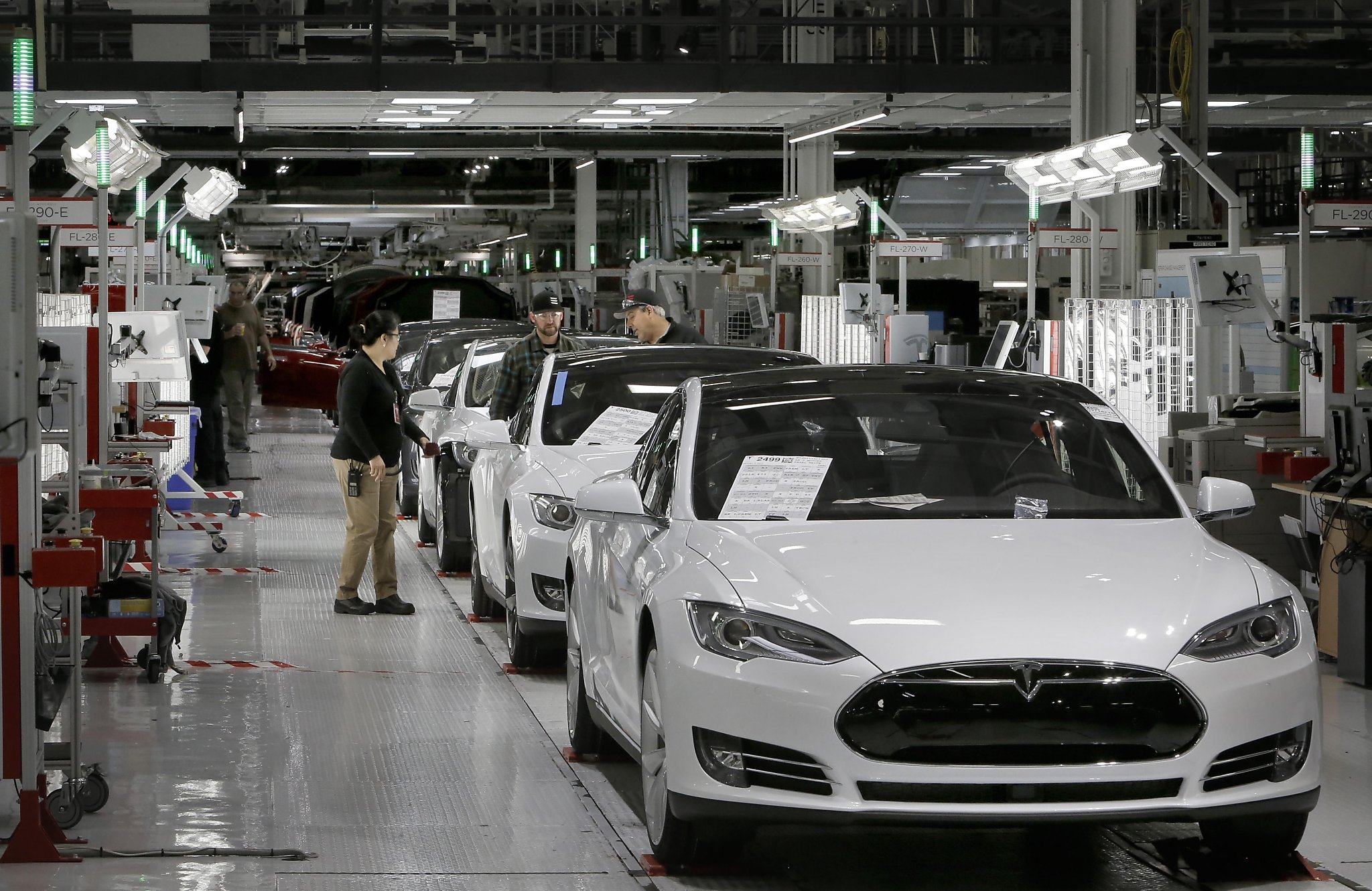 Tesla vs Texas dealerships explained Are more luxury electric cars
