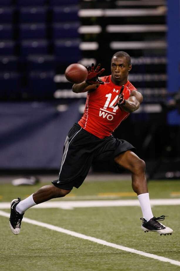 INDIANAPOLIS, IN - FEBRUARY 28: Wide receiver Marcus Easley of Connecticut catches the football during the NFL Scouting Combine presented by Under Armour at Lucas Oil Stadium on February 28, 2010 in Indianapolis, Indiana. (Photo by Scott Boehm/Getty Images) *** Local Caption *** Marcus Easley Photo: Scott Boehm, Getty Images / 2010 Getty Images