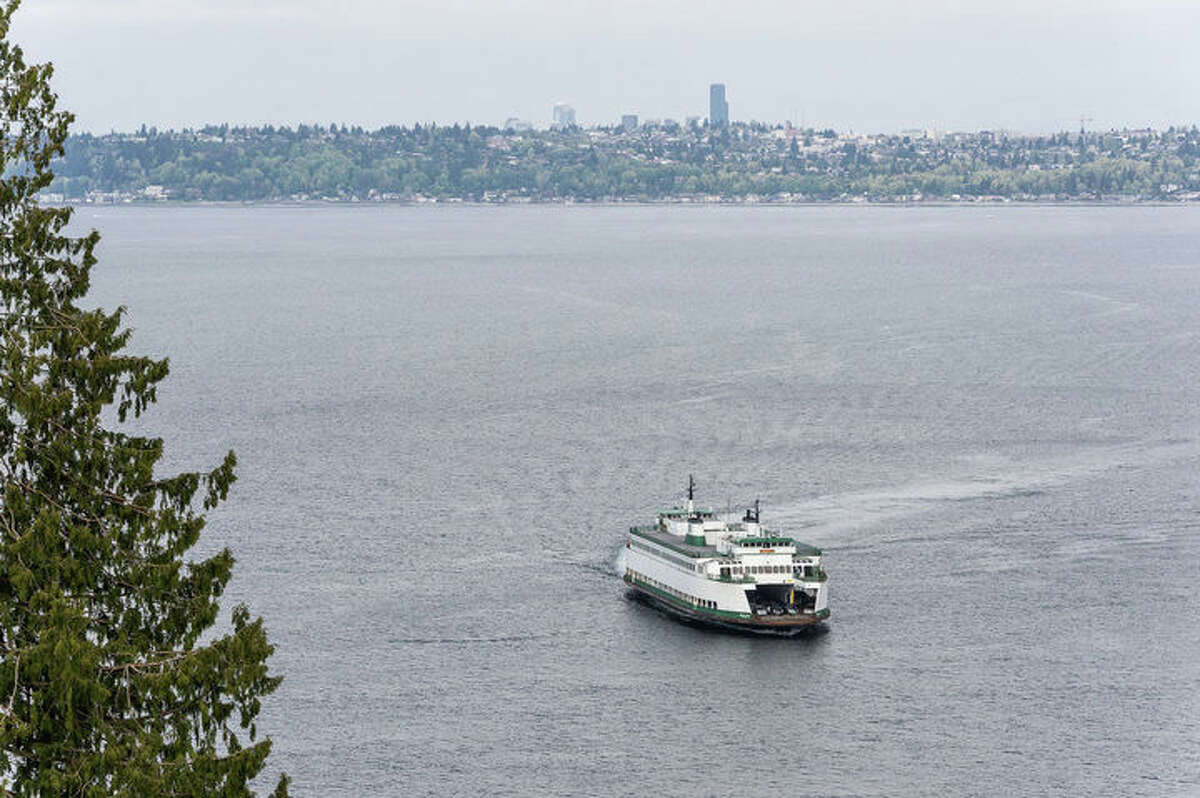The home is a quick walk or drive to the Vashon ferry terminal