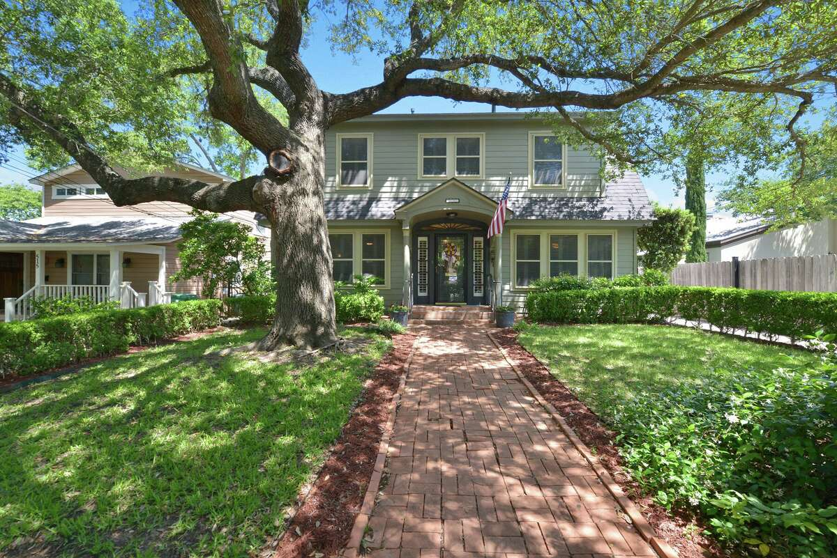 511 Argo Ave. Alamo Heights Saturday: 1 p.m. $ 655,000 3 beds, 2 baths, 3,109 square feetAgent: Eliza Sonneland MLS: 1175842 See the full listing here.