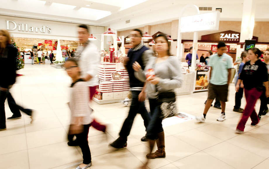 Black Friday shoppers at Midland Park Mall on Friday. James Durbin/Reporter-Telegram Photo: JAMES DURBIN
