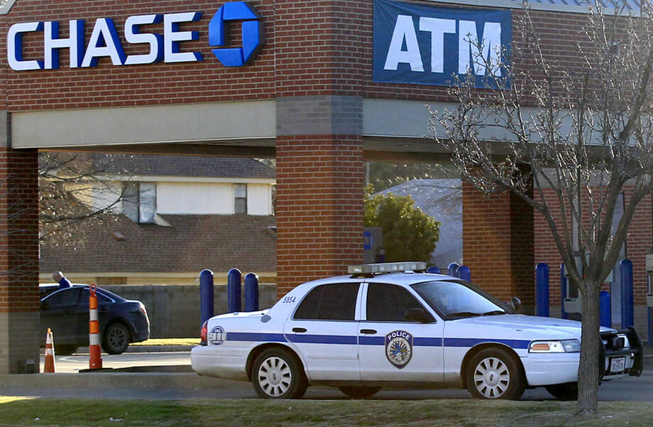 Midland emergency personnel work the scene of an armed bank robbery at the Chase Bank near Midkiff and Loop 250 on Tuesday. James Durbin/Reporter-Telegram Photo: James Durbin