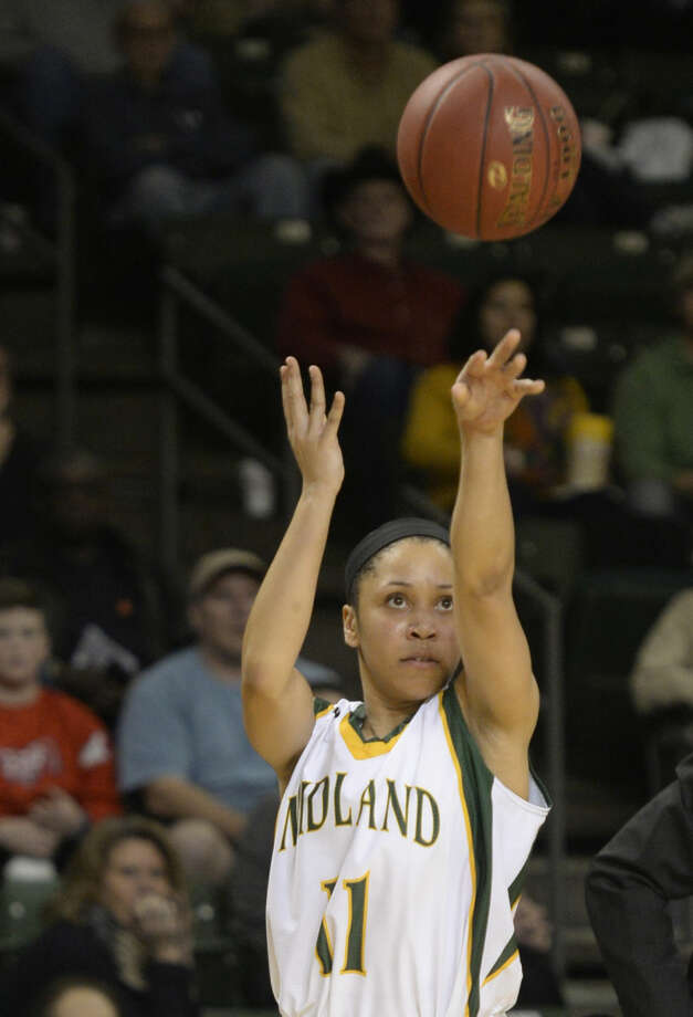 Midland College's Sierra Dixon (11) shoots against Frank Phillips College on Thursday, Jan. 14, 2016, at Chaparral Center. James Durbin/Reporter-Telegram Photo: James Durbin