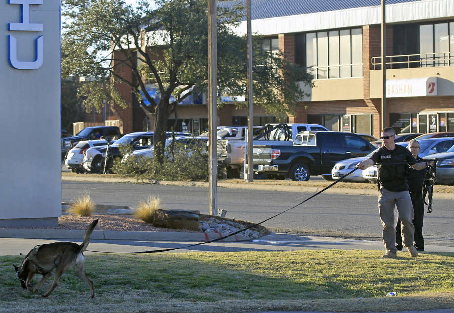 Midland emergency personnel follow the scent of an armed bank robber at the Chase Bank near Midkiff and Loop 250 on Tuesday. James Durbin/Reporter-Telegram Photo: James Durbin